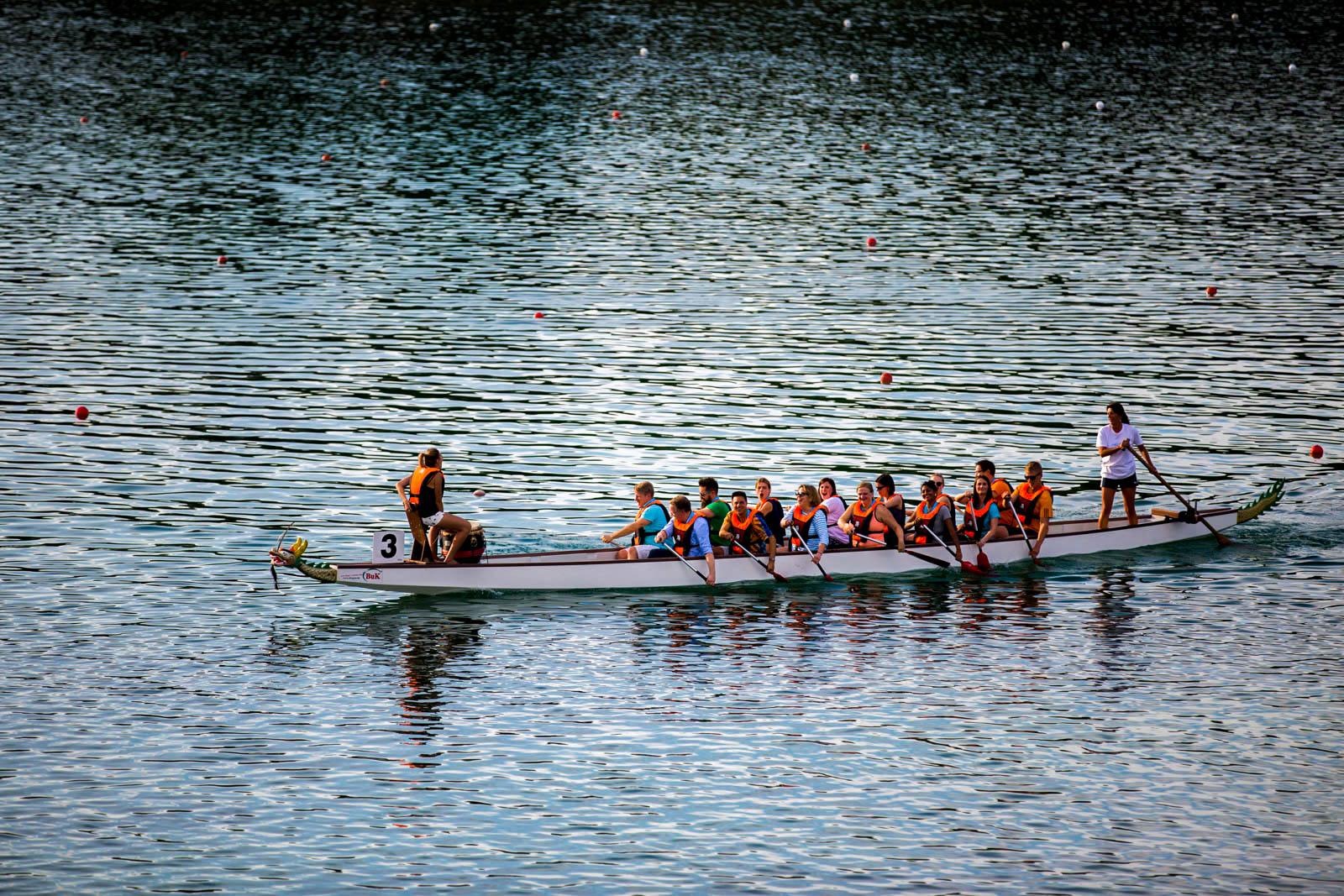 Am Munich Beach das Drachenbootrennen buchen