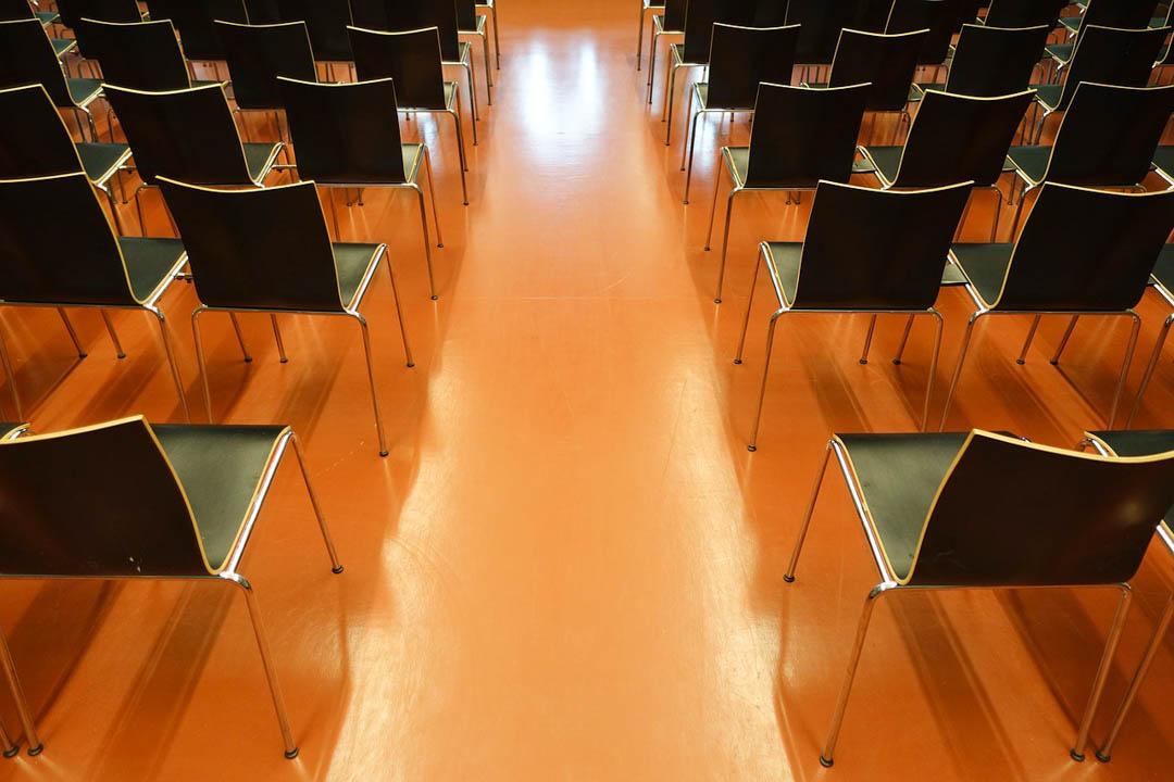 Stühle für den Tagungsraum